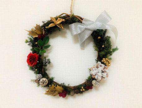 自由な飾り付けで楽しむクリスマスリース作り
